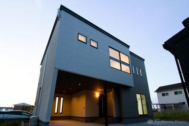 REVELTA 造作ベンチのある2階LDKのインナーガレージハウス